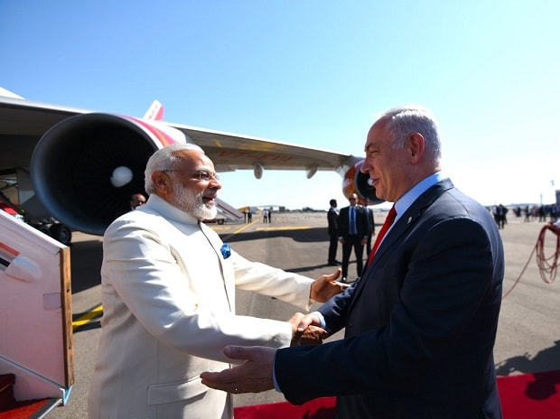 Israel Prime minister Benjamin Netanyahu welcoming Prime Minister Narendra Modi in Tel Aviv, Israel, on Tuesday. Photo: Narendra Modi twitter handle