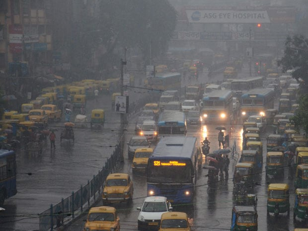 A huge number of vehicles get queued up as the traffic comes to a standstil due to heavy rainfall in Kolkata