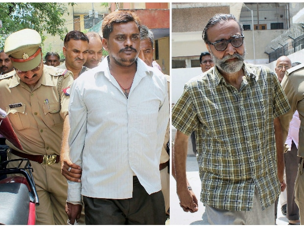 Surendra Koli and Mohinder Pandher, convicted in Nithari's Pinki Sarkar murder and rape case, being taken to a CBI court in Ghaziabad on Monday. Both were sentenced to death by the court.(Photo: PTI)