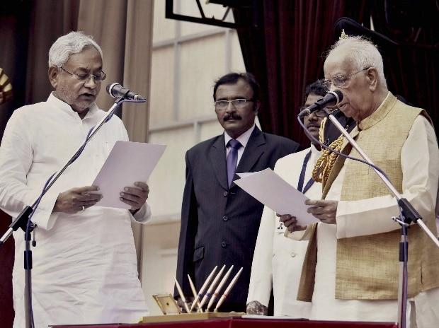 Bihar Governor Keshari Nath Tripathi administers oath to JD(U) President Nitish Kumar as Bihar Chief MInister at Raj Bhawan, in Patna.