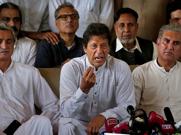 Pakistani opposition leader Imran Khan, center, addresses a news conference regarding the dismissal of Pakistani Prime Minister Nawaz Sharif, in Islamabad, Pakistan. (Photo: PTI)