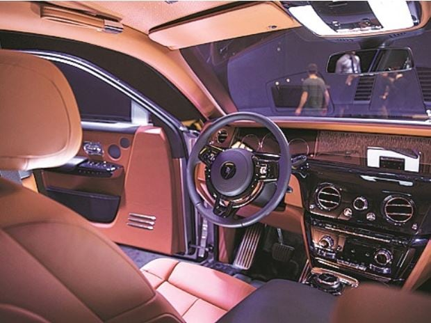 Rolls Royce Phantom VIII interior