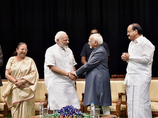 Outgoing Vice-President Hamid Ansari exchanges greetings Prime Minister Narendra Modi as Vice President-designate M Venkaiah Naidu, Lok Sabha Speaker Sumitra Mahajan and Leader of Opposition Ghulam Nabi Azad look on during his farewell function at GM