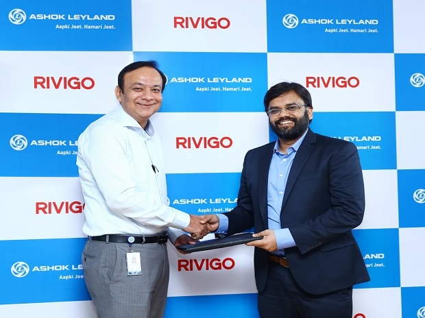 Pic (L-R) Mr  Anuj Kathuria President - Global Trucks Ashok Leyland with Mr  Deepak Garg Founder and Chief Executive Officer Rivigo signing the agreement