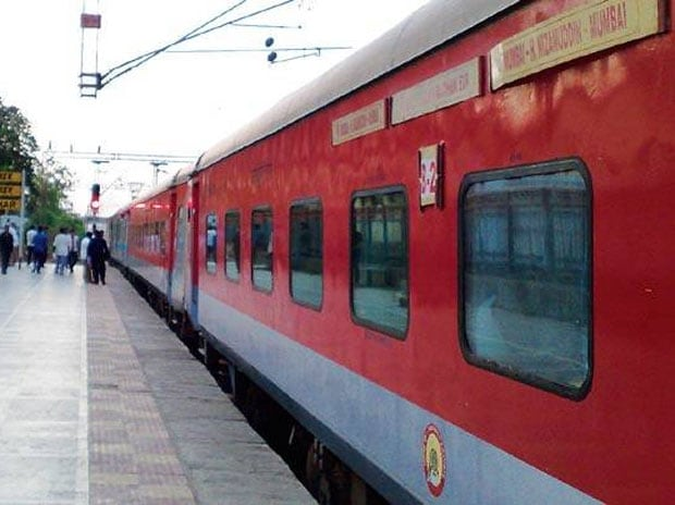 Mum-Del Rajdhani theft: 25 people drugged near Ratlam, Rs 10-15 lakh stolen