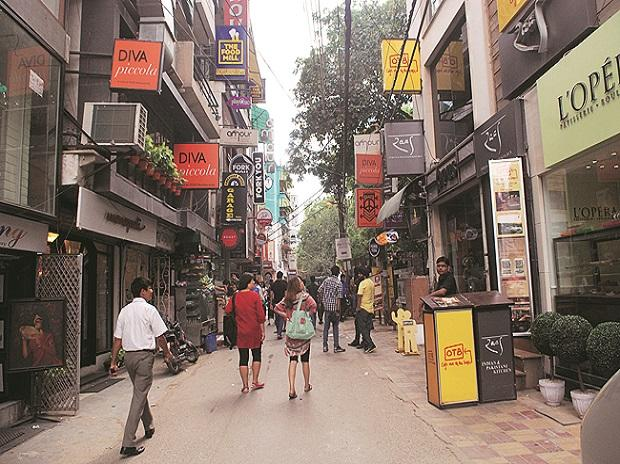 AAP MLAs visit markets, back bandh against sealing drive