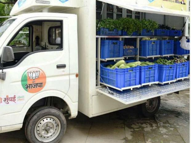 The produce that farmers get to a district centre is uploaded on to a vehicle owned by a group of BJP workers, and delivered to the customer's doorstep