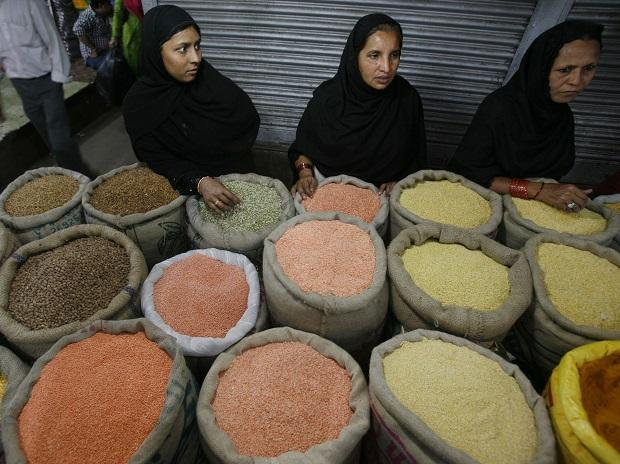 Govt to dispose of 500,000 tonnes of pulses buffer stock