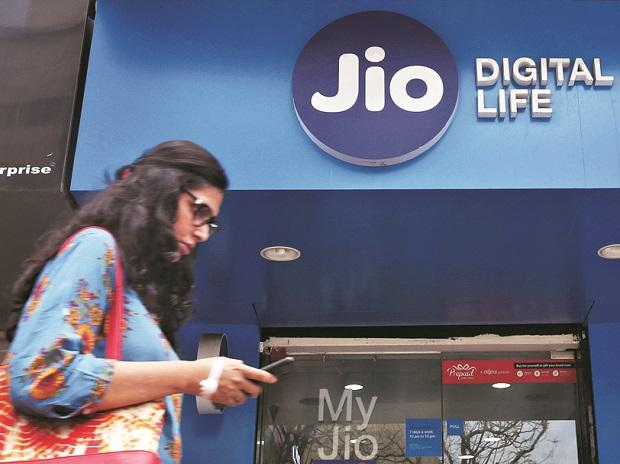 Jio announces triple cashback offer upto Rs 2,599 ...