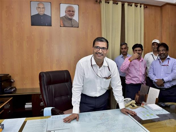 Former Air India CMD Ashwani Lohani taking charge as Chairman of the Railway Board, at Rail Bhavan in New Delhi on Thursday. (Photo: PTI)