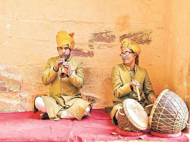 This dignity of the European busker is absent in our parts and this is not the fault of the Indian musician. We have many flaws as a society but one thing we can be justifiably proud of is the quality of our music