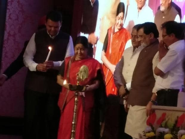 CM Devendra Fadnavis (left) with External Affairs Minister Sushma Swaraj during the inauguration of the nation's first 'Videsh Bhavan' in Mumbai. Photo courtesy: Twitter/@rivagdas