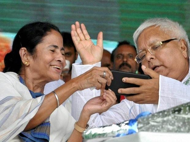 Lalu Prasad shares top view (bird eye view )  photo of crowd of rally at Gandhimaidan on mobile with Mamata Benarjee during rally in Patna on Sunday. Photo: PTI