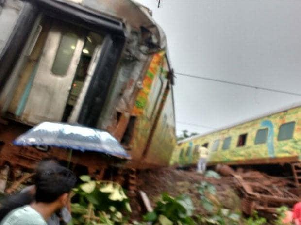 Nagpur-Mumbai Duronto Express derail