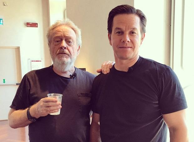 Mark Wahlberg(R) with director Ridley Scott(L). Photo: Twitter