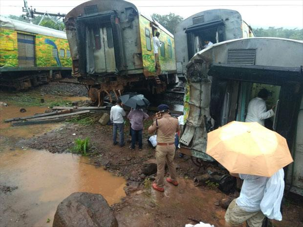 Nagpur-Mumbai Duranto Express: 9 coaches derailed due to landslide, rain