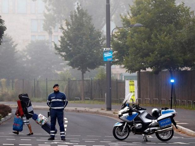 Thousands evacuate in Frankfurt before WWII bomb defused. Photo: Reuters
