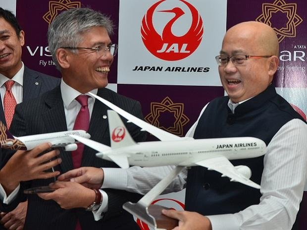 Tadashi Fujita, EVP, Japan Airlines and Phee Teik Yeoh, CEO, Vistara at a MoU Singing For Commercial Cooperation  in New Delhi. Sanjay K Sharma
