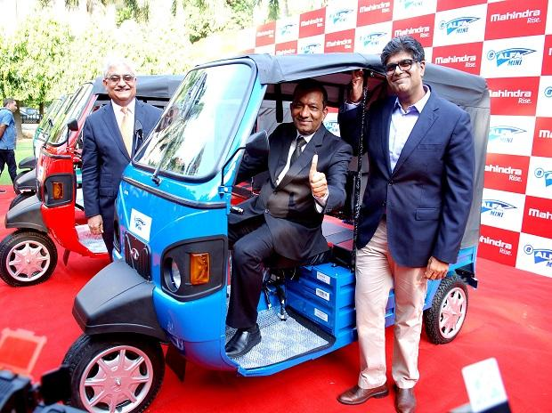 Pawan Goenka  Managing Director of Mahindra & Mahindra Ltd (R) with Rajan Wadhera President Automotive Sector Mahendra & Mahendra Ltd. and (L) Ram Nakara Chief of Sales and Marketing Automotive Division Mahendra &Mahendra Ltd. at the Launch of