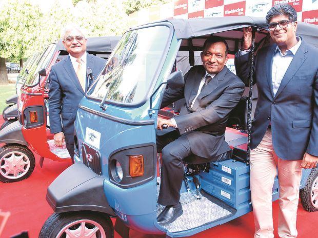 Mahindra & Mahindra MD Pawan Goenka (centre) with President (automotive sector) Rajan Wadhera (left) and Chief of Sales & Marketing (automotive division) Ram Nakra at the launch of the e-Alpha Mini electric rickshaw.(Photo: Dalip Kumar)