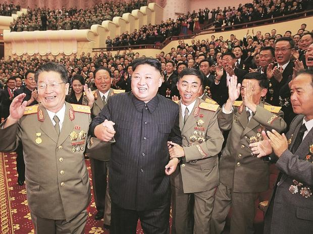 North Korea's leader, Kim Jong-un (second from left), celebrated the national holiday on Saturday by bringing his nuclear scientists and engineers to Pyongyang  and holding a banquet | Photo: Reuters