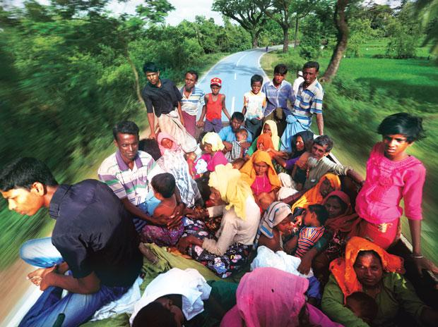 Rohingya refugees travel on a truck to Kutupalang makeshift refugee camp in Cox's Bazar, Bangladesh. Photo: Reuters
