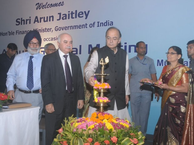 FM Arun Jaitley inaugurates the 70th Annual General meeting of Indian Bank Association in Mumbai. (Photo: Twitter, @FinMinIndia)