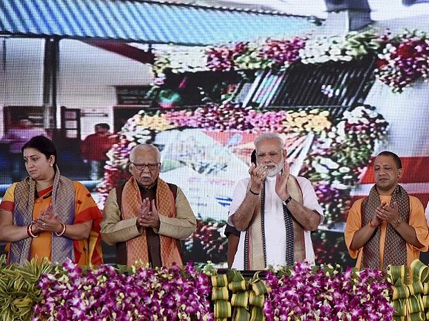 PM flags off Mahamana Express; assures projects worth Rs 1,000 cr for UP