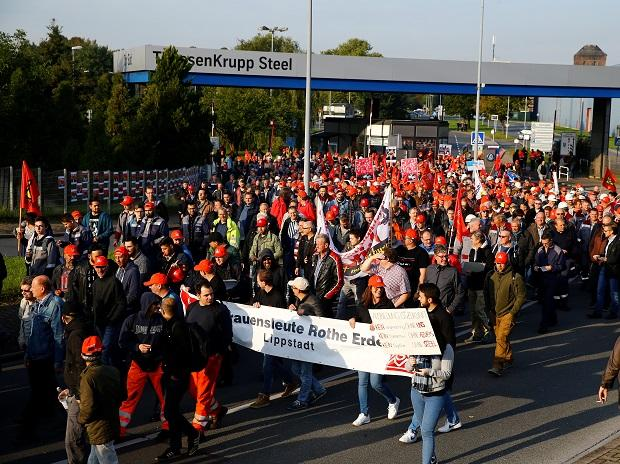 Thyssenkrupp steel workers hold a protest rally in Bochum, Germany, September 22, 2017 against the planned combination of the group's European steel operations with those of Tata Steel. Photo: Reuters