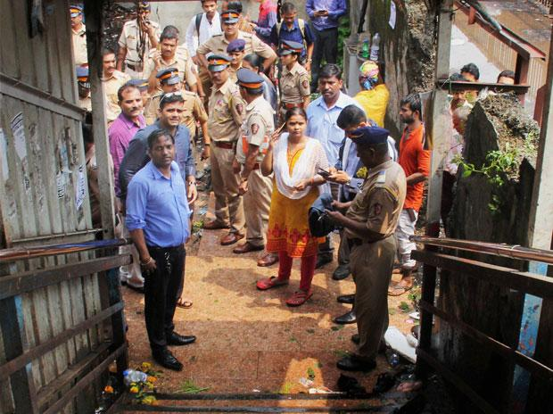 Mumbai stampede probe: Railway officials given clean chit by inquiry committee