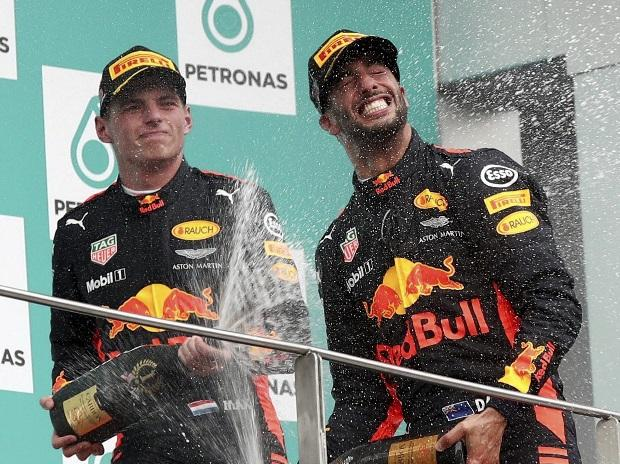 Max Verstappen, Daniel Ricciardo, Red Bull, F1 race