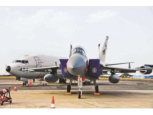 Govt to dilute 10% stake in military plane maker HAL