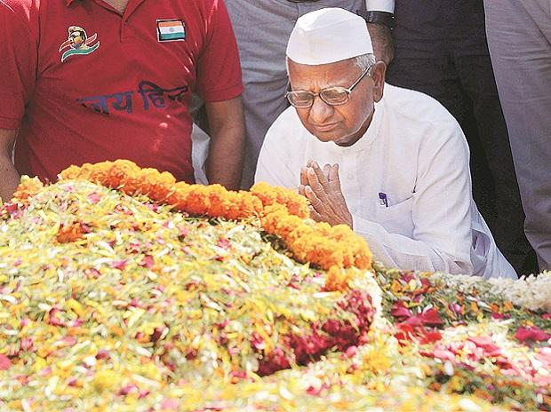 Anna Hazare pays tribute to Mahatma Gandhi at Raj Ghat in New Delhi on Monday. Photo: PTI