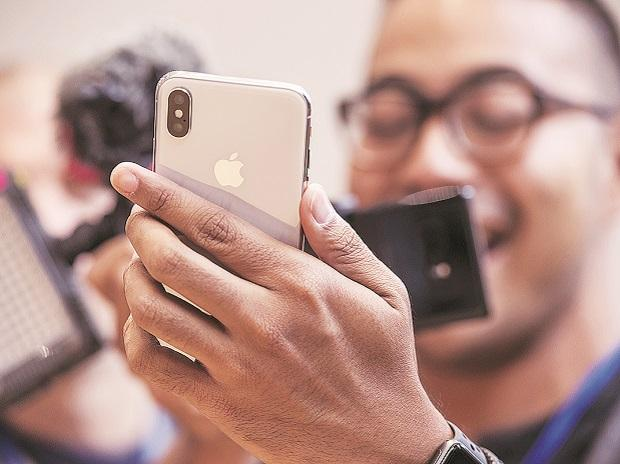 iPhones, smartphones