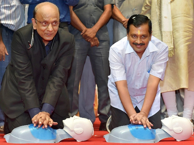 Delhi Chief Minister Arvind Kejriwal (R) with Dr K K Agarwal shows people how to revive heart attacked people on a medical dummy at the 25th Perfect Health Mela after its inauguration in New Delhi. (Photo: PTI)