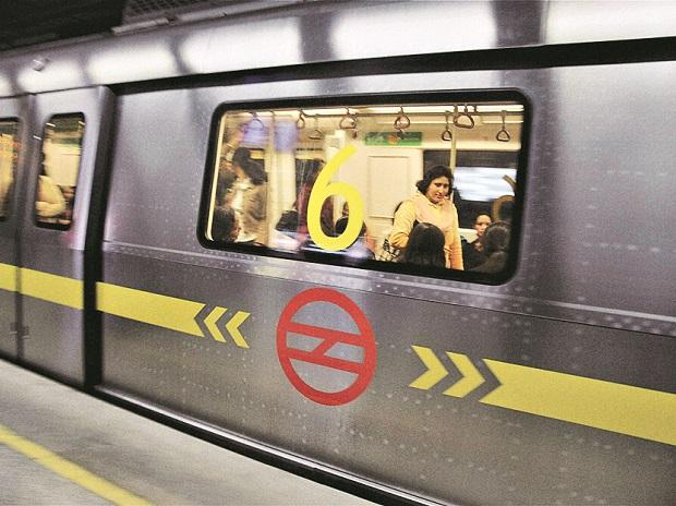 Delhi Metro: Kejriwal govt warns DMRC chief over fare hike