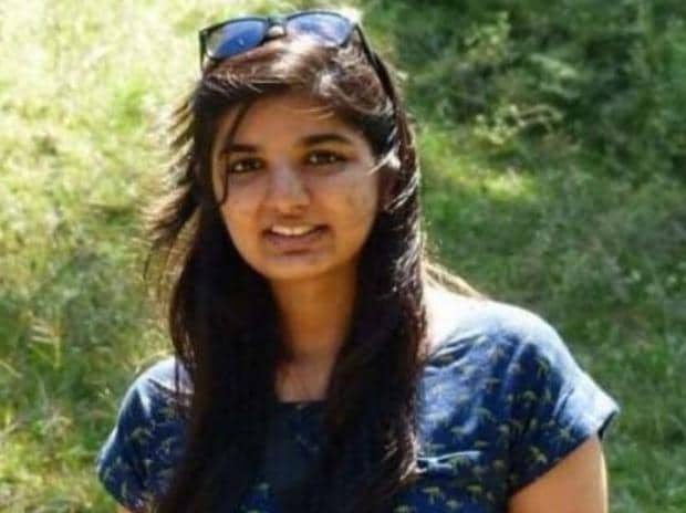 21-year-old law student found dead on railway tracks near Parel