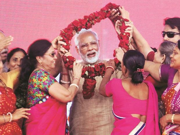 Prime Minister Narendra Modi being garlanded by BJP party workers at a public meeting in his hometown, Vadnagar, on Sunday 	Photo: PTI