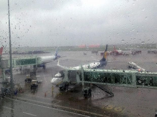 Heavy rains disrupt flights to and from Kolkata; 82 rescheduled