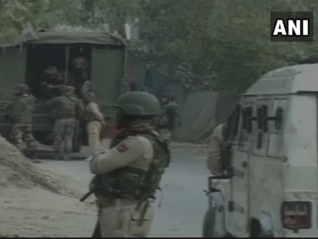 Two commandos, two militants killed in Kashmir