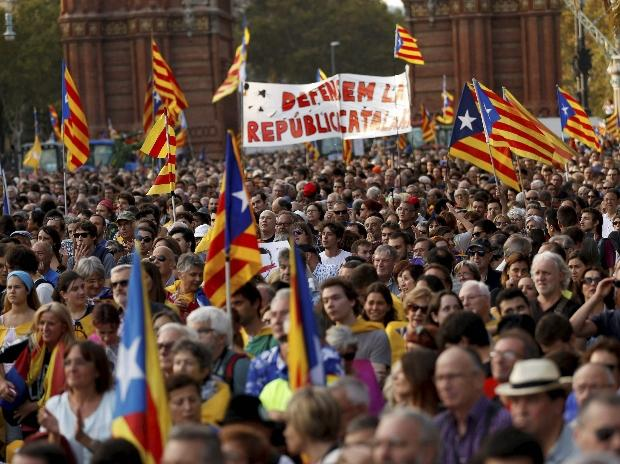People with Catalan flags gather during a rally in Barcelona, Spain | Photo: AP | PTI (File photo)