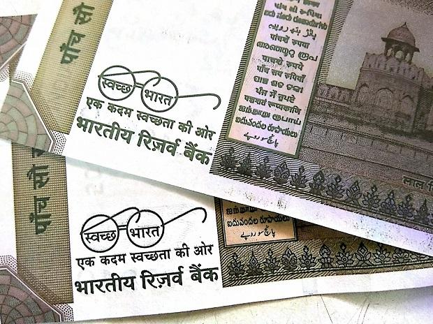 Photo of Rs 500 currency notes showing 'clean India mission' logo. Photo: PTI