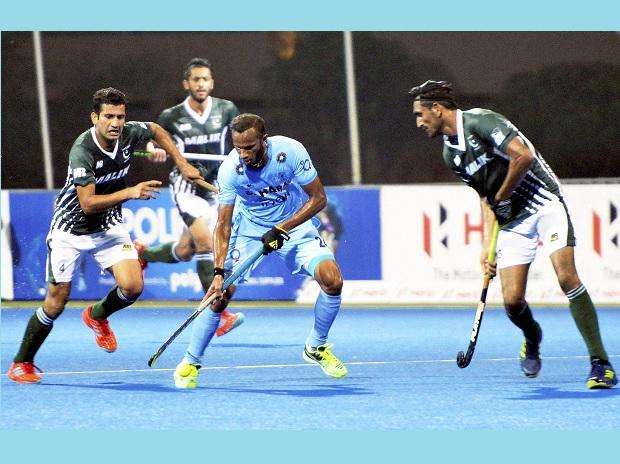 India's Sunil in action against Pakistan during their match at the 10th men's Asia Cup hockey tournament, in Dhaka on Sunday. Photo: PTI