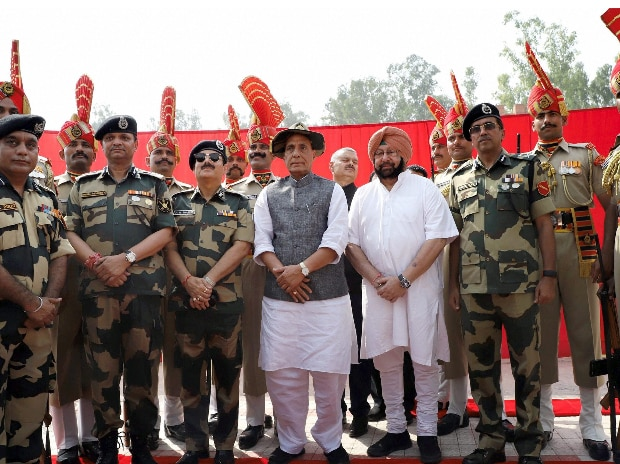 Union Home Minister Rajnath Singh with the BSF Officers and personnel during his visit to the Joint Check-Post (JCP) Hussainiwala border, in Ferozepur district. (Photo: PTI)
