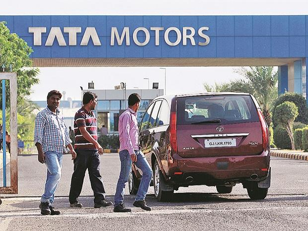 Tata Motors Q4 net profit halves to Rs 21.76 billion on one-off charge