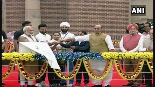 PM Narendra Modi flags off 'Run for Unity' at Major Dhyan Chand Stadium in Delhi on Sardar Patel's birth anniversary. Photo: ANI