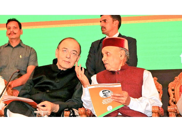 Prem Kumar Dhumal with Arun Jaitley. (Photo: Twitter)