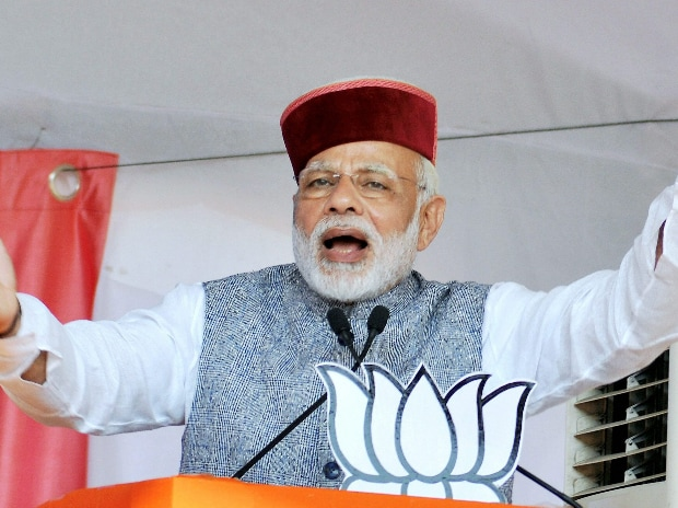 Prime Minister Narendra Modi waves at crowd during BJP Parivartan Rally at Rait near Dharamsala. (Photo: PTI)