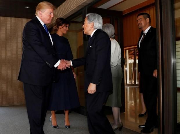 Japan's Emperor Akihito and Empress Michiko see off U.S. President Donald Trump and his wife Melania after their meeting at the Imperial Palace in Tokyo, Japan. (Photo: Reuters)