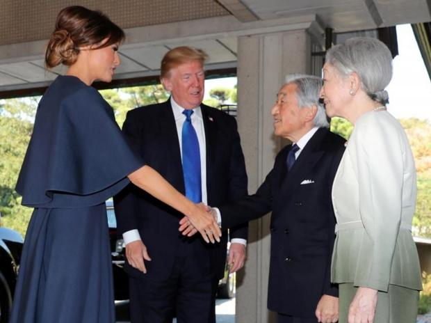 U.S. President Donald Trump, second left, and First Lady Melania Trump, left, are welcomed by Emperor Akihito, second right, and Empress Michiko, right, upon their arrival at the Imperial Palace. (Photo: Reuters)